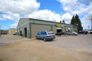 Photo 1: 592 Dobbie Avenue in Winnipeg: Industrial / Commercial / Investment for sale (3D)  : MLS®# 1924319