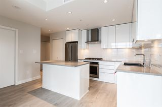 """Photo 2: 3308 1788 GILMORE Avenue in Burnaby: Brentwood Park Condo for sale in """"Escala"""" (Burnaby North)  : MLS®# R2399305"""