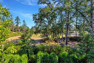 Photo 13: 4 2151 W Burnside Rd in : VR Hospital Row/Townhouse for sale (View Royal)  : MLS®# 853910
