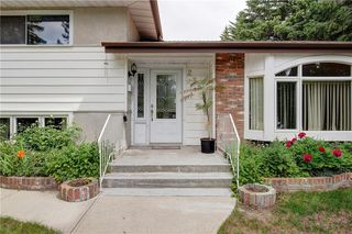Photo 1: 2728 LIONEL Crescent SW in Calgary: Lakeview Detached for sale : MLS®# C4303178