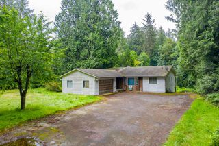 Main Photo: 23022 NO 10 Highway in Langley: Salmon River House for sale : MLS®# R2471274
