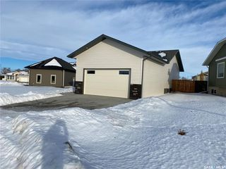 Photo 2: 302 Willow Place in Outlook: Residential for sale : MLS®# SK838188
