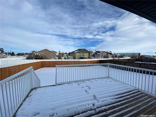 Photo 3: 302 Willow Place in Outlook: Residential for sale : MLS®# SK838188