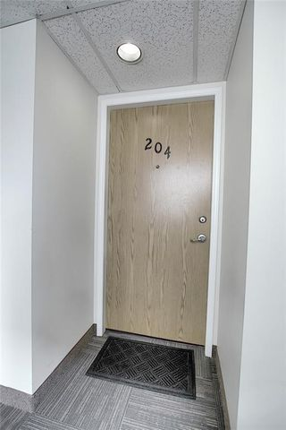 Photo 2: 204 2011 UNIVERSITY Drive NW in Calgary: University Heights Apartment for sale : MLS®# C4305670