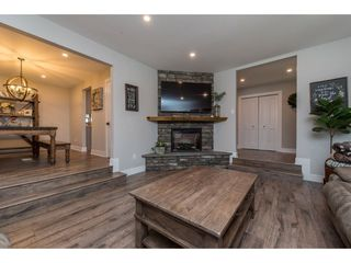 Photo 3: 25183 ROBERTSON Crescent in Langley: Salmon River House for sale : MLS®# R2477122