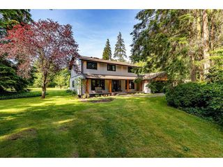 Photo 1: 25183 ROBERTSON Crescent in Langley: Salmon River House for sale : MLS®# R2477122