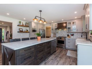 Photo 7: 25183 ROBERTSON Crescent in Langley: Salmon River House for sale : MLS®# R2477122