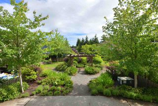 """Photo 1: 105 624 SHAW Road in Gibsons: Gibsons & Area Condo for sale in """"THE ROSEWOOD"""" (Sunshine Coast)  : MLS®# R2462254"""