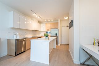 "Photo 3: 105 1621 HAMILTON Avenue in North Vancouver: Mosquito Creek Condo for sale in ""Heywood on the Park"" : MLS®# R2393282"