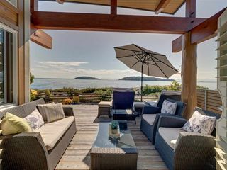 "Main Photo: 5352 WAKEFIELD BEACH Lane in Sechelt: Sechelt District House for sale in ""Wakefield Beach - Phase 1"" (Sunshine Coast)  : MLS®# R2405446"