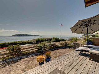 "Photo 2: 5352 WAKEFIELD BEACH Lane in Sechelt: Sechelt District House for sale in ""Wakefield Beach - Phase 1"" (Sunshine Coast)  : MLS®# R2405446"