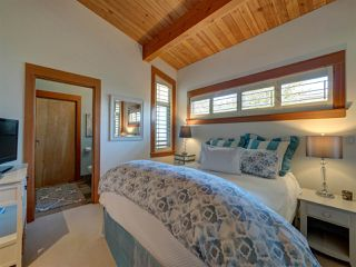 "Photo 13: 5352 WAKEFIELD BEACH Lane in Sechelt: Sechelt District House for sale in ""Wakefield Beach - Phase 1"" (Sunshine Coast)  : MLS®# R2405446"