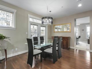 Photo 4: 229 E QUEENS ROAD in North Vancouver: Upper Lonsdale Townhouse for sale : MLS®# R2362718