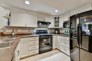 """Photo 3: 302 70 RICHMOND Street in New Westminster: Fraserview NW Condo for sale in """"Governor's Court"""" : MLS®# R2418053"""