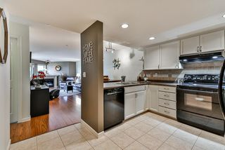 """Photo 2: 302 70 RICHMOND Street in New Westminster: Fraserview NW Condo for sale in """"Governor's Court"""" : MLS®# R2418053"""