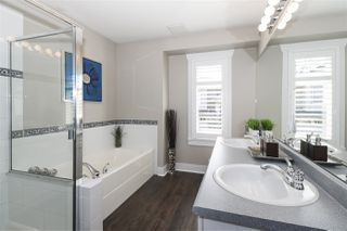 """Photo 10: 13 2780 150 Street in Surrey: Sunnyside Park Surrey Townhouse for sale in """"The Daventry"""" (South Surrey White Rock)  : MLS®# R2443449"""