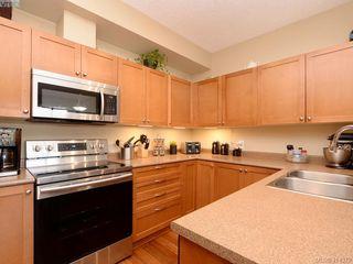 Photo 5: 206 820 Short St in VICTORIA: SE Quadra Condo Apartment for sale (Saanich East)  : MLS®# 821875