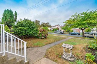 Photo 2: 3078 E 5TH Avenue in Vancouver: Renfrew VE House for sale (Vancouver East)  : MLS®# R2405647