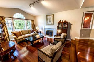 Photo 2: 4675 LOCKEHAVEN Place in North Vancouver: Deep Cove House for sale : MLS®# R2410894