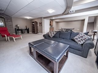 Photo 40: 730 BUTTERWORTH Drive in Edmonton: Zone 14 House for sale : MLS®# E4182576