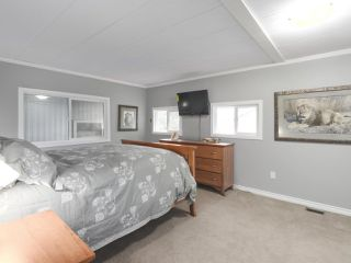 """Photo 9: 11 1840 160TH Street: White Rock Manufactured Home for sale in """"BREAKAWAY BAYS"""" (South Surrey White Rock)  : MLS®# R2441669"""