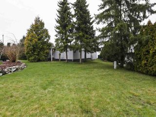 """Photo 16: 11 1840 160TH Street: White Rock Manufactured Home for sale in """"BREAKAWAY BAYS"""" (South Surrey White Rock)  : MLS®# R2441669"""