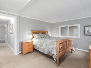 """Photo 10: 11 1840 160TH Street: White Rock Manufactured Home for sale in """"BREAKAWAY BAYS"""" (South Surrey White Rock)  : MLS®# R2441669"""