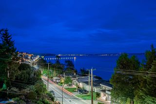 Photo 16: 14283 MARINE Drive: White Rock House for sale (South Surrey White Rock)  : MLS®# R2502280