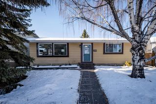 Main Photo: 426 Queensland Place SE in Calgary: Queensland Detached for sale : MLS®# A1057488