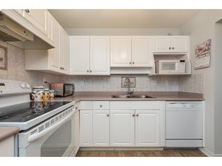 """Photo 10: 210 32044 OLD YALE Road in Abbotsford: Abbotsford West Condo for sale in """"GREEN GABLES"""" : MLS®# R2465154"""