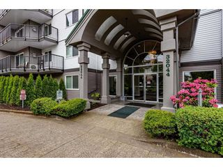 """Photo 3: 210 32044 OLD YALE Road in Abbotsford: Abbotsford West Condo for sale in """"GREEN GABLES"""" : MLS®# R2465154"""