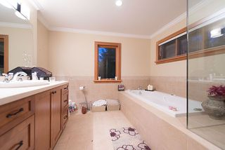 Photo 13: 4812 SKYLINE Drive in North Vancouver: Canyon Heights NV House for sale : MLS®# R2390863