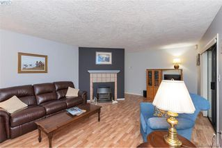 Photo 4: 13 639 Kildew Rd in VICTORIA: Co Hatley Park Row/Townhouse for sale (Colwood)  : MLS®# 825262