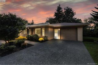 Photo 1: 13 639 Kildew Rd in VICTORIA: Co Hatley Park Row/Townhouse for sale (Colwood)  : MLS®# 825262