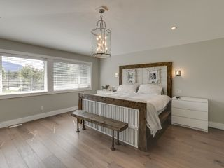 Photo 9: 41643 DRYDEN Road in Squamish: Brackendale House for sale : MLS®# R2408185