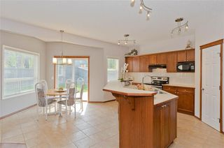 Photo 17: 70 Cresthaven Way SW in Calgary: Crestmont Detached for sale : MLS®# C4285935