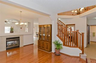 Photo 7: 70 Cresthaven Way SW in Calgary: Crestmont Detached for sale : MLS®# C4285935