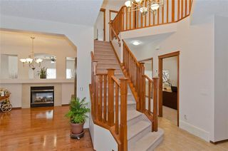 Photo 5: 70 Cresthaven Way SW in Calgary: Crestmont Detached for sale : MLS®# C4285935