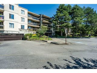Photo 2: 310 6655 LYNAS Lane in Richmond: Riverdale RI Condo for sale : MLS®# R2480085
