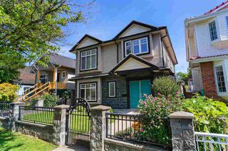 "Photo 1: 5310 WINDSOR Street in Vancouver: Fraser VE House for sale in ""KENSINGTON PLACE"" (Vancouver East)  : MLS®# R2498950"
