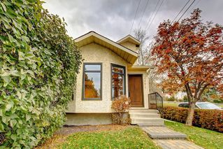 Photo 2: 2002 7 Avenue NW in Calgary: West Hillhurst Detached for sale : MLS®# C4291258