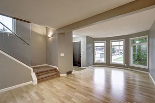 Photo 5: 2002 7 Avenue NW in Calgary: West Hillhurst Detached for sale : MLS®# C4291258