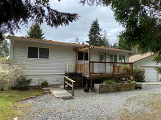 Photo 1: 4385 MARBLE Road in Sechelt: Sechelt District Manufactured Home for sale (Sunshine Coast)  : MLS®# R2451876