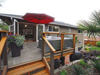 Photo 2: 1011 Gosper Cres in VICTORIA: Es Kinsmen Park Single Family Detached for sale (Esquimalt)  : MLS®# 584592