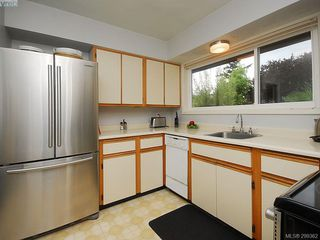 Photo 12: 1011 Gosper Cres in VICTORIA: Es Kinsmen Park House for sale (Esquimalt)  : MLS®# 584592