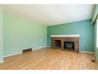 """Photo 4: 3737 196A Street in Langley: Brookswood Langley House for sale in """"Brookswood"""" : MLS®# R2479640"""