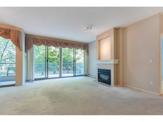 """Photo 5: 204 1765 MARTIN Drive in Surrey: Sunnyside Park Surrey Condo for sale in """"SOUTHWYND"""" (South Surrey White Rock)  : MLS®# R2480960"""