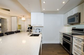 "Photo 9: 1608 788 HAMILTON Street in Vancouver: Downtown VW Condo for sale in ""TV TOWER"" (Vancouver West)  : MLS®# R2426696"