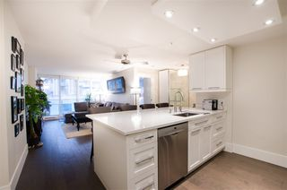 "Photo 2: 1608 788 HAMILTON Street in Vancouver: Downtown VW Condo for sale in ""TV TOWER"" (Vancouver West)  : MLS®# R2426696"