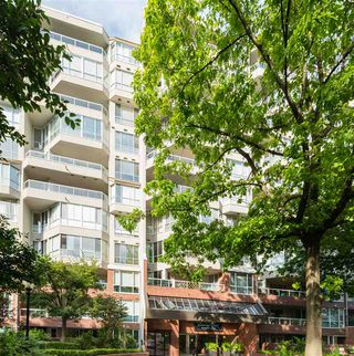 """Photo 31: 802 518 MOBERLY Road in Vancouver: False Creek Condo for sale in """"Newport Quay"""" (Vancouver West)  : MLS®# R2474536"""